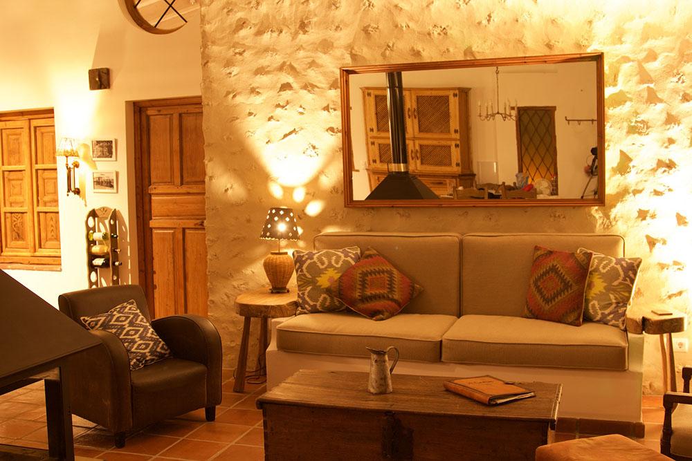 Alladino Lounge at Night